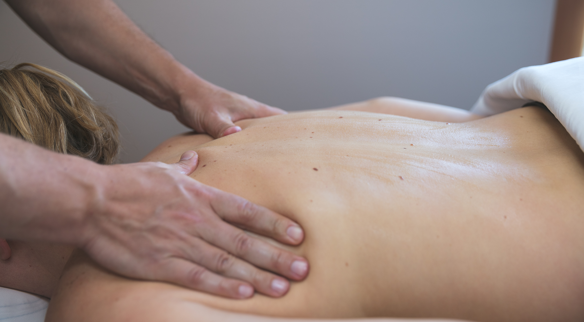 Massage_Back_0C3A4783